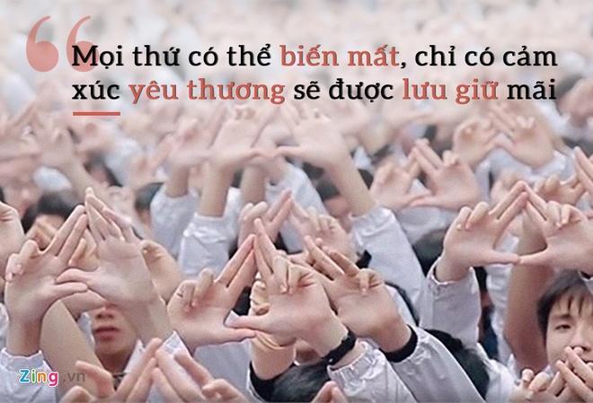 hoc sinh hat tang thay Van Nhu Cuong anh 3