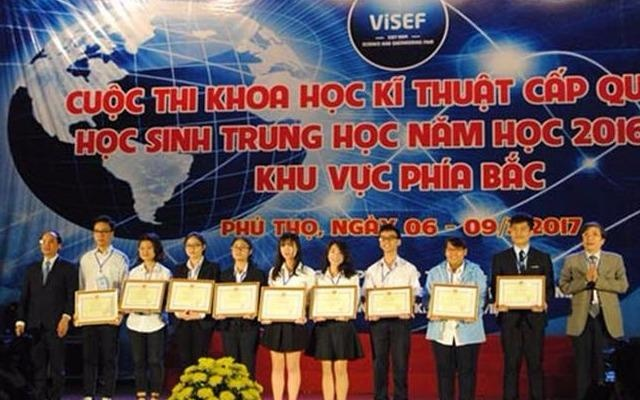 Hai nu sinh Ha Noi tong hop duoc 14 dan chat uc che ung thu hinh anh