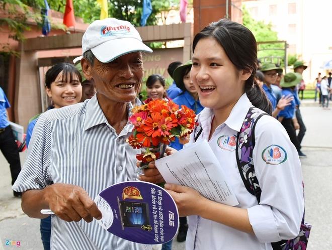 Phu Huynh Thuc Khuya Day Som Cung Con Truoc Ky Thi Thpt Quoc Gia 2017 Hinh