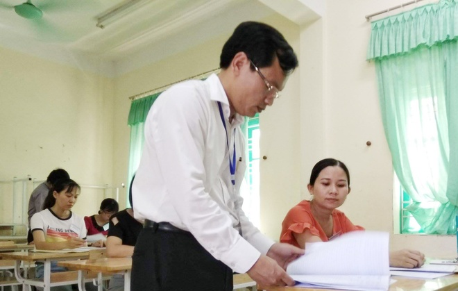 Vi sao 3 lan kiem tra khong phat hien sai pham diem thi o Hoa Binh? hinh anh