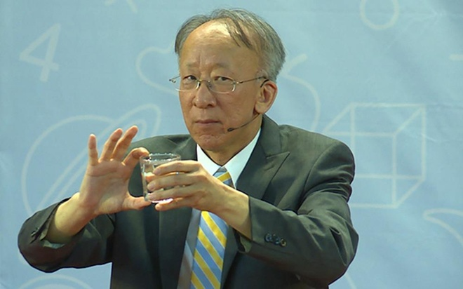 GS Han Quoc khuyen khich tre sai lam, phat 'phao thi' cho sinh vien hinh anh