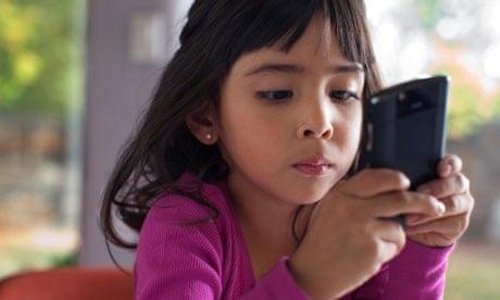 9 tac hai khon luong khi phu huynh cho con choi smartphone hinh anh 2
