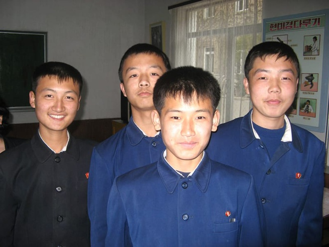 Truong hoc o Trieu Tien day gi cho the he tre? hinh anh 10