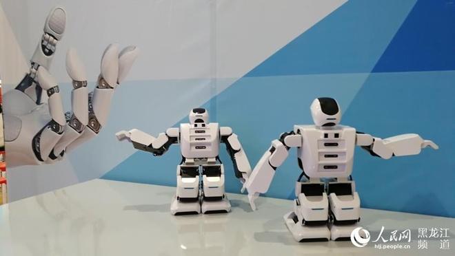 Ben trong lop hoc robot cua hoc sinh Trung Quoc hinh anh 4