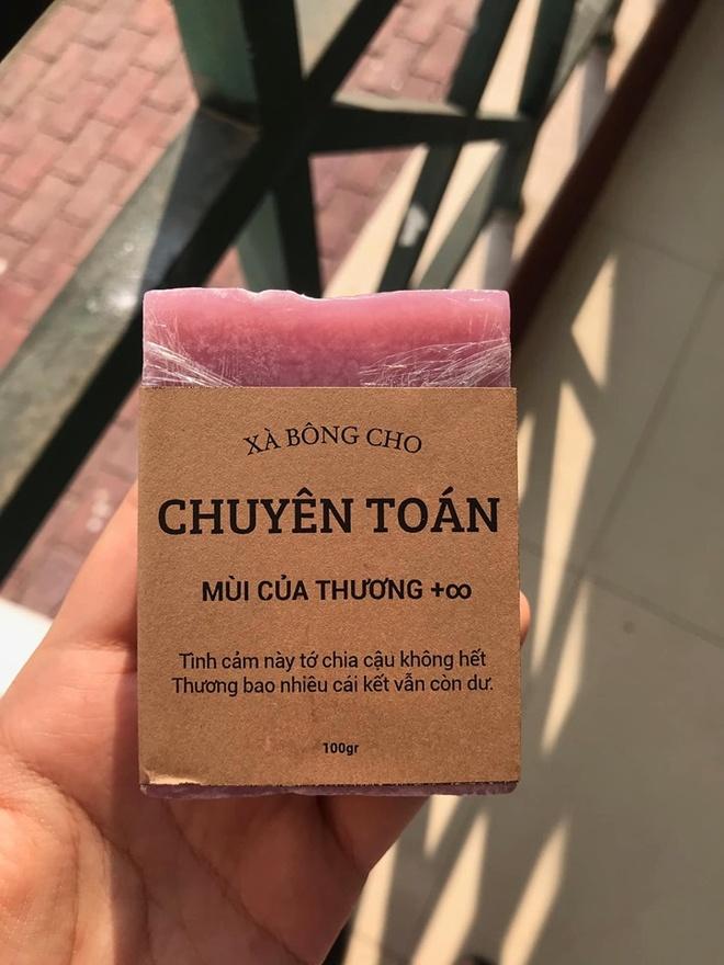 Hoc sinh truong chuyen ban xa bong gan voi tung mon hoc hinh anh 1