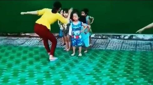 Thuc hu clip co giao day mua tat hoc sinh o Hau Giang hinh anh 1 co_giao_day_mua_tat_hoc_sinh.jpg