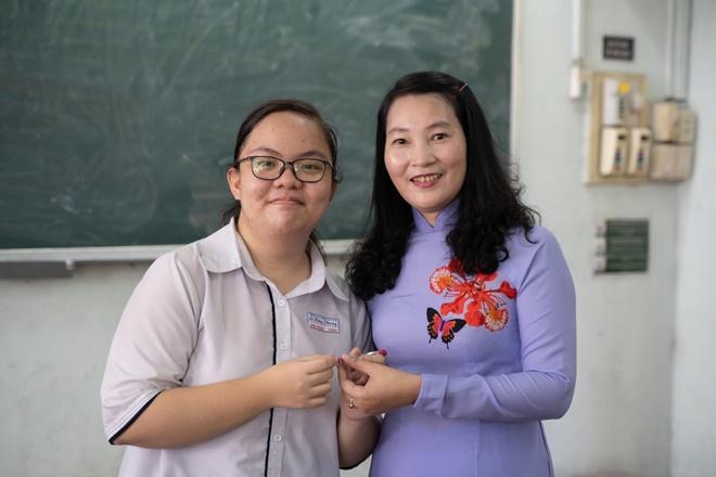 Nữ sinh trường chuyên Lê Hồng Phong từng cảm thấy lo lắng khi bị 13 trường từ chối.