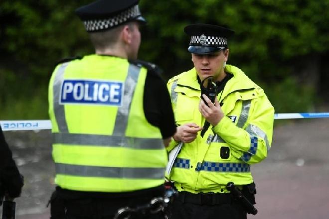 Cap doi len mang ru nhau thue phong tu tu chung o Scotland hinh anh 1 Untitled.jpg