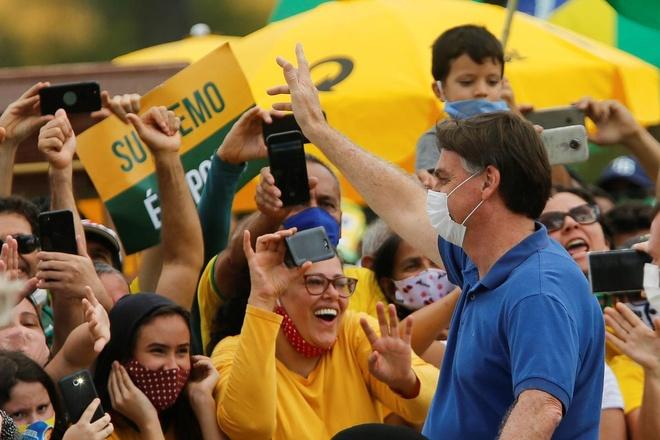 Tong thong Brazil tham gia bieu tinh anh 1