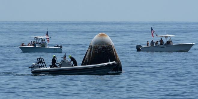 SpaceX đưa hai phi hành gia trở về trái đất an toàn - ảnh 2.