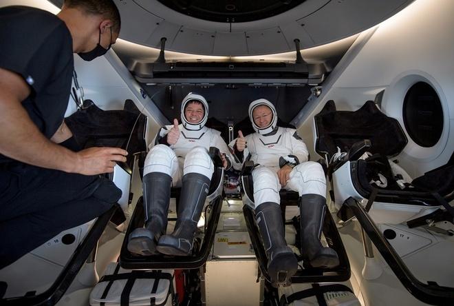 SpaceX đưa hai phi hành gia trở về trái đất an toàn - ảnh 4.
