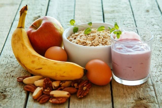 Nên cho trẻ ăn gì vào buổi sáng và giờ ra chơi để đủ chất khi đi học?
