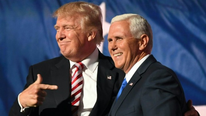 May bay cho pho tuong cua Donald Trump bi truot duong bang hinh anh 1