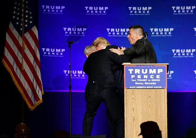 Donald Trump duoc ho tong khoi san khau anh 2