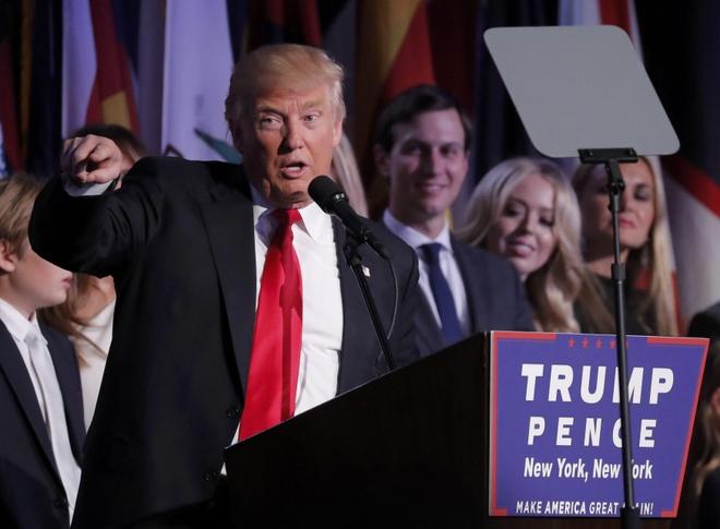 Trump cung dai gia dinh ra mat sau khi thang cu tong thong hinh anh