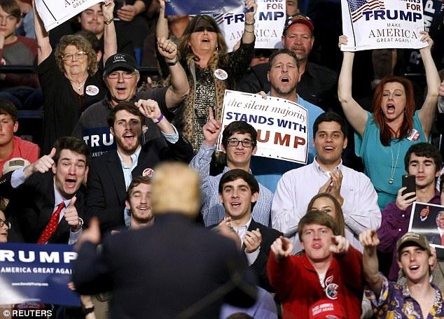 Donald Trump tuyen chien voi Trung Quoc anh 3