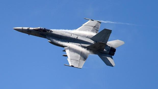 Chien dau co F/A-18 cua My roi tai Nhat, phi cong mat tich hinh anh 1