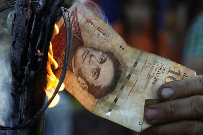 Nguoi Venezuela dot tien de bieu tinh, cuop pha no ra hinh anh