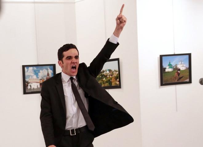 Anh dai su Nga bi am sat doat giai World Press Photo 2017 hinh anh