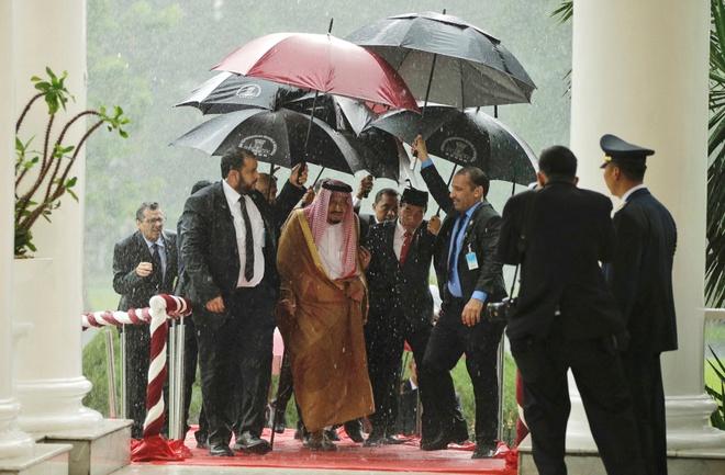 Indonesia dieu tau chien bao ve chuyen nghi mat cua vua Saudi Arabia hinh anh 1