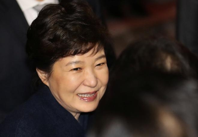 Ba Park Geun Hye sap bi tham van voi tu cach nghi can hinh anh 1