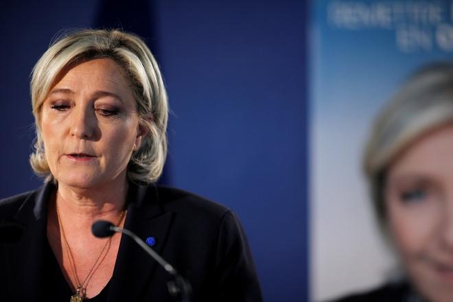 Marine Le Pen va su troi day giua long nuoc Phap bi quan hinh anh