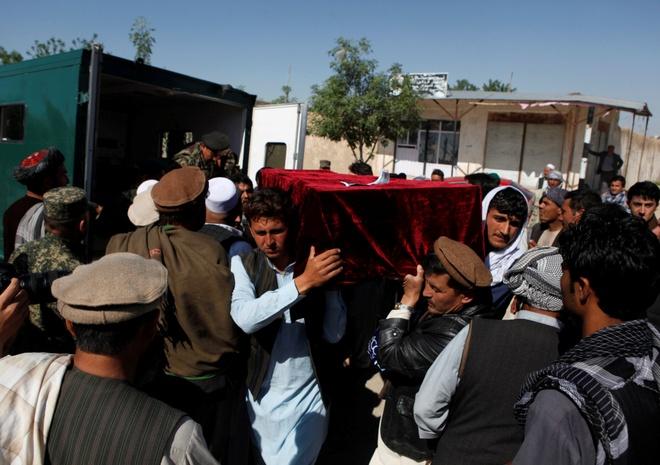 140 linh chet thieu quan tai: Mot loat tuong Afghanistan tu chuc hinh anh