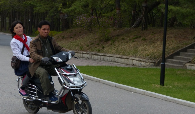 Binh Nhuong 'than thien' qua ghi chep cua phong vien nuoc ngoai hinh anh 2