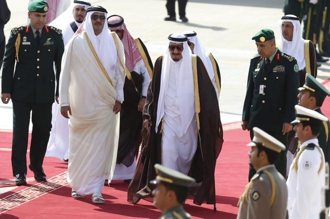 FT: Mon tien chuoc 1 ty USD khien Qatar bi 'tu mat' hinh anh 1