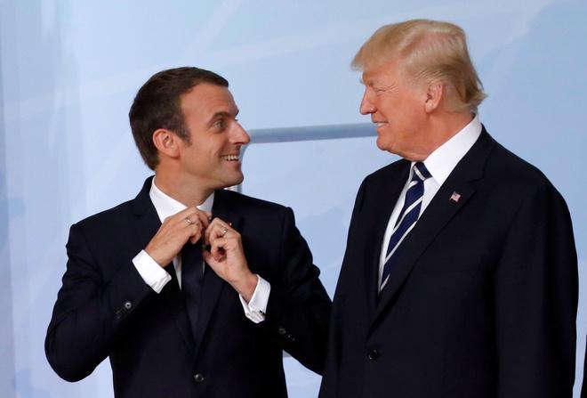 Ong Trump va Macron se an toi voi tom hum tren thap Eiffel hinh anh