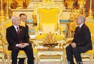 Tong Bi thu Nguyen Phu Trong hoi dam voi Quoc vuong Campuchia hinh anh