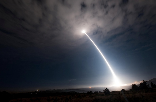 My phong ten lua dan dao bay 6.700 km de 'thi uy' voi Trieu Tien hinh anh