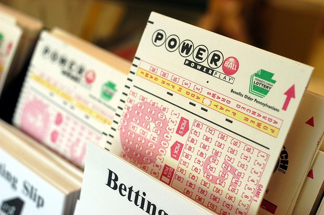 Nguoi Viet co the mua ve so Powerball? hinh anh
