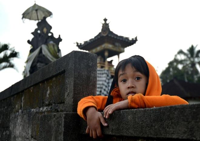 10.000 nguoi di tranh nui lua phun trao o thien duong du lich Bali hinh anh