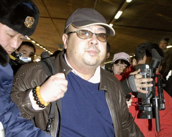 San pham phu chat doc VX co tren ao nghi pham vu Kim Jong Nam hinh anh