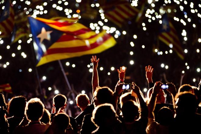 Tay Ban Nha be tac truoc 'Ngay phan xet' tai Catalonia hinh anh