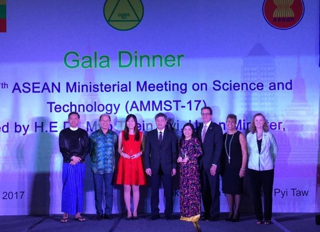 Tien si Viet Nam dat Giai thuong Khoa hoc ASEAN - My hinh anh