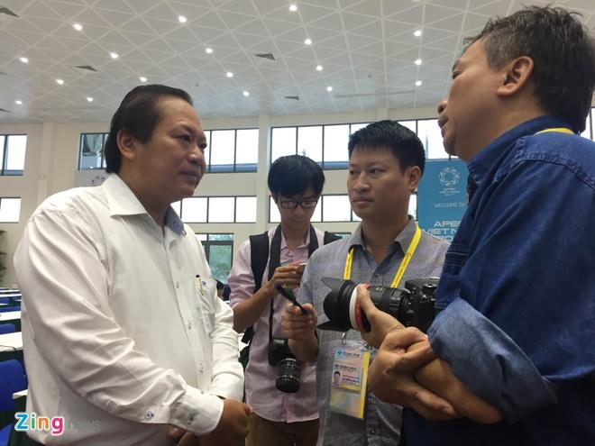Bo truong Truong Minh Tuan thi sat trung tam bao chi APEC hinh anh 3