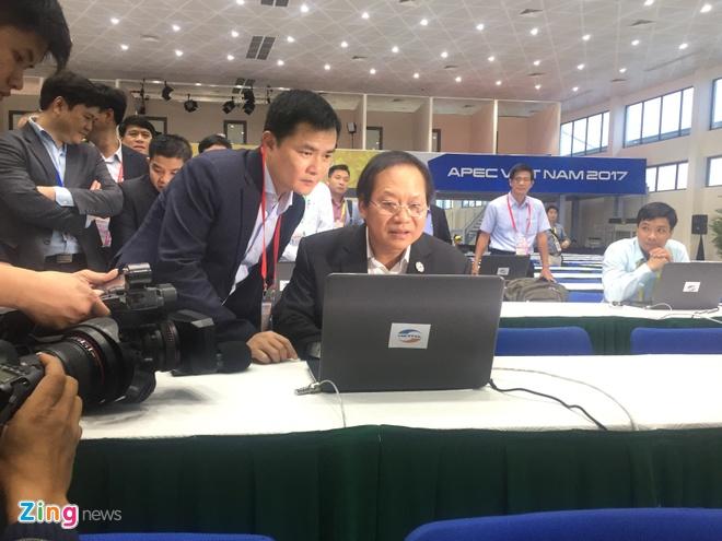 Bo truong Truong Minh Tuan thi sat trung tam bao chi APEC hinh anh 1