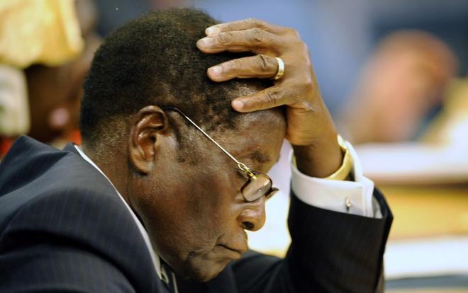 Mugabe khoc khi buoc phai chap nhan tu chuc hinh anh