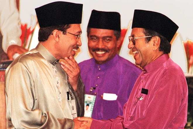 O tuoi 93, Mahathir 'tai xuat' tranh cu o Malaysia hinh anh 2