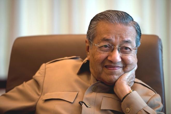 O tuoi 93, Mahathir 'tai xuat' tranh cu o Malaysia hinh anh