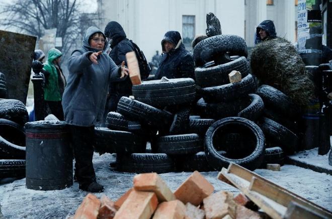 Ukraine: Nguoi bieu tinh dung leu 'giau' cuu tong thong Gruzia hinh anh