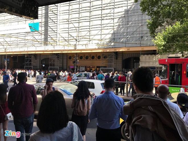 Australia: Oto lao vao dam dong, it nhat 12 nguoi bi thuong hinh anh 3