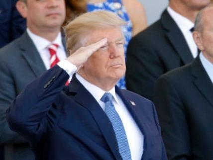 TT Trump yeu cau Lau Nam Goc to chuc duyet binh hinh anh