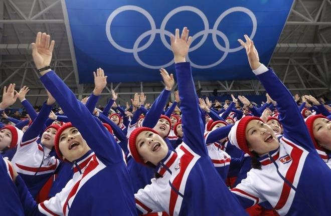 Olympics PyeongChang: Huy chuong vang ngoai giao cho Trieu Tien hinh anh