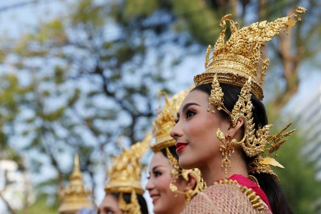 Thai Lan ron rang truoc Songkran dau tien sau quoc tang hinh anh