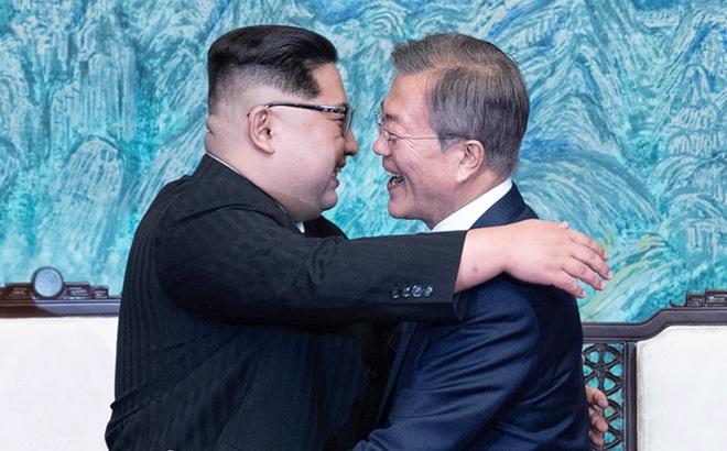 Kim gap Moon: Nhung xuc cam khi 'Mat Troi' doi dien 'Mat Trang' hinh anh