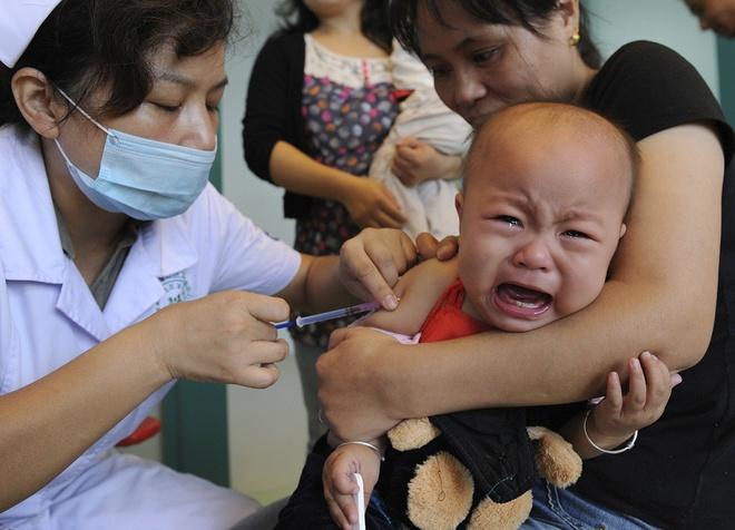 Trung Quoc mo rong dieu tra vu vaccine rom, tuyen bo xu phat nang hinh anh