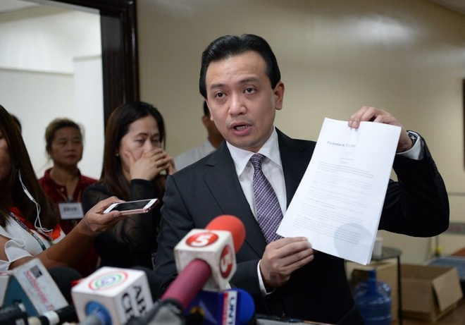 Tong thong Duterte thach quan doi Philippines dao chinh hinh anh 2